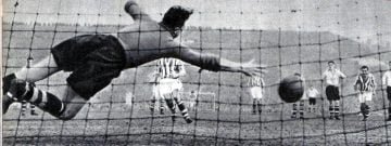FA Cup semi-final 1954: Former Valiant Ronnie Allen scores the penalty despite Ray King diving the right way