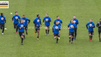 Port Vale player wear Leicester CIty themed shirts in tribute to late chairman