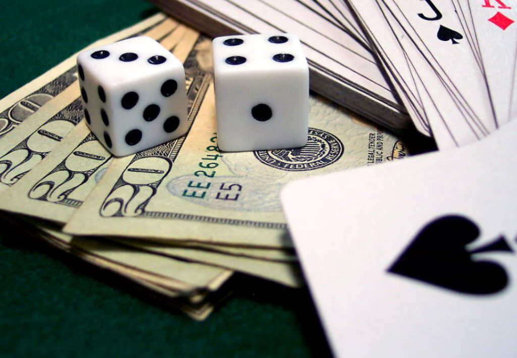 150715-Melb-Casino-CasinoGames-Roulette-Chips-974x676-02